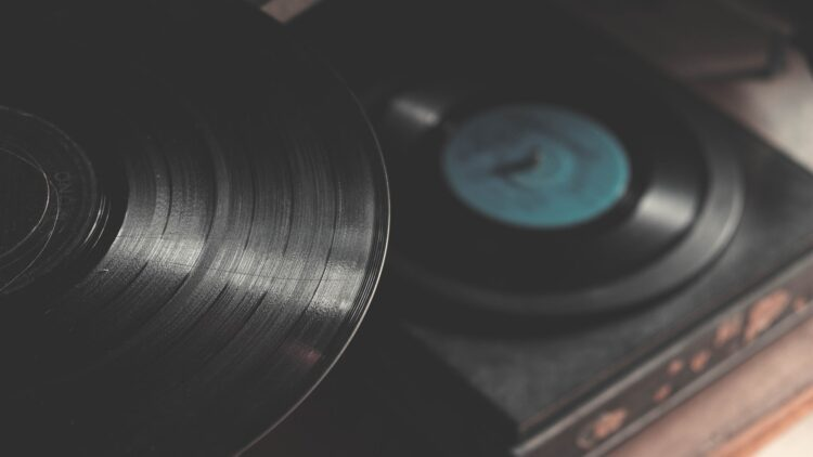 Top-10-Sites-for-Royalty-Free-Music